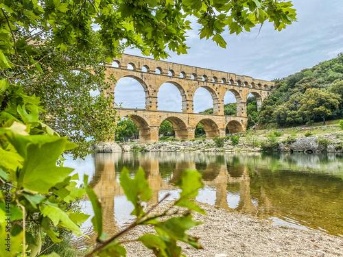 Leinwand Poster Roman aqueduct seen through foliage, Pont-du-Gard, Languedoc-Roussillon France