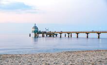 Anlegestelle Für Schiffe An Der Seebrücke Zinnowitz, Vinetabrücke, Tauchgondel     Auf Der Insel Usedom An Der Ostsee, Ostseebad,  Postkarten Landschaft