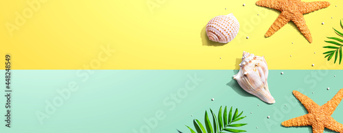 Fotografia Summer concept with starfish and seashells
