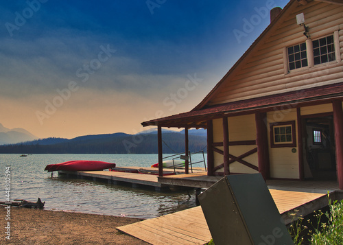 A view of the boathouse on Maligne Lake.  Jasper AB Canada Fotobehang