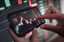 Crop Trader Using Smartphone And Working With Binary Option