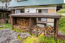 長野県諏訪市の霧ヶ峰を登山している風景