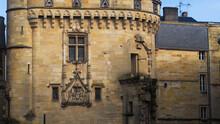 Vue Rapprochée Sur La Porte Cailhau, Classée Monument Historique Depuis Le 28 Mai 1883