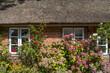 canvas print picture - Hausfassade mit Blumenschmuck