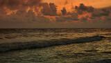 Fototapeta Na sufit -  morze, poranek, fale, chmury