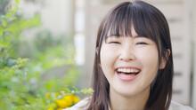 笑顔のミドル女性