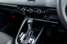 自動車のシフトレバー(運転イメージ)