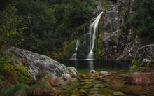 Bonita Cascata Na Natureza No Parque Nacional Peneda Gerês