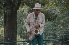 Musico Tocando En El Central Park