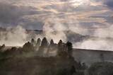 Fototapeta Tęcza - Polana we mgle zachód słońca panorama