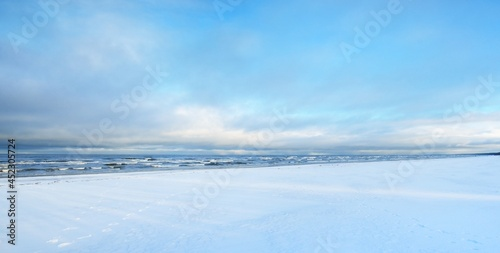 Fotografie, Obraz A view of the snow-covered Baltic sea coast at sunset