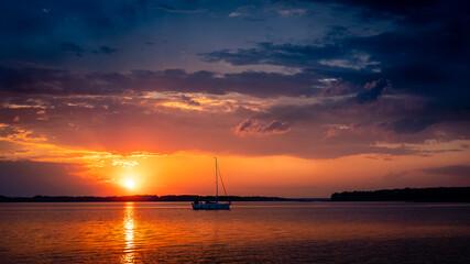 Zachód słońca nad jeziorem Dargin