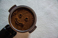 Kolba Filtra Ekspresu Do Kawy Ze Zmieloną Kawą