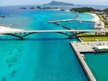 沖縄県島尻郡座間味村の慶良間諸島の阿嘉島をドローンで撮影した空撮写真 Aerial View Of Aka Island In The Kerama Islands, Zamami Village, Shimajiri County, Okinawa Prefecture, Taken With A Drone.