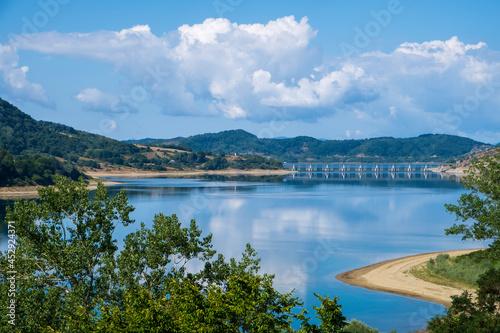 Fototapeta panorama del lago di campotosto parco nazionale del gran sasso e dei monti della