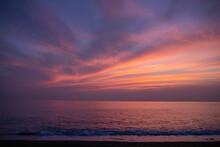 Sunset Over The Sea : 2021년 8월 12일 촬영한 한국 울산 정자바다 일출 풍경.