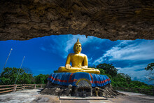 Background Of Buddhist Tourist Attraction In Thailand's Prachuap Khiri Khan Province (Big Buddha Khao Tao) Is Located On A Mountain, Always Visited By Tourists And Travelers From All Over The World.