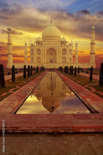 Obraz na plátně Taj mahal mausoleum in the city of agra in the uttar pradesh province in India