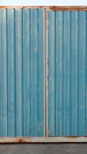 Puerta Metálica Azul Oxidada Y Vieja