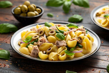Italian Tuna Conchiglie Pasta With Green Beans, Olives And Red Onion. Healthy Diet Food