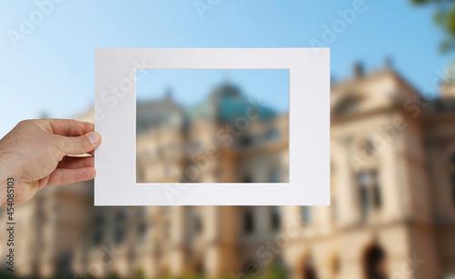 Oprawa zdjęcia ramą i passe-partout. Kadrowanie zdjęcia