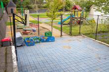コロナによって園児が通わなくなった、誰もいない幼稚園のグラウンド