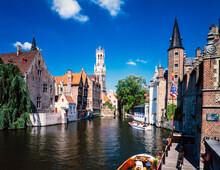 運河遊覧のクルーズと町並