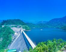 新潟県 魚沼市 新緑の奥只見ダム