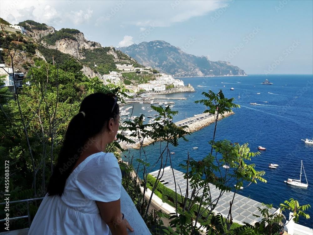 Nadmorski krajobraz Amalfi, Italia. w salonie