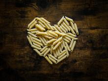 Des Pâtes Penne En Forme De Coeur