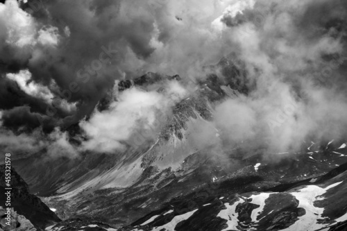 Obraz na plátně light and clouds on the peaks of the Gran Sasso massif and Campo Imperatore plat