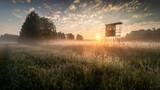 Sonnenaufgang in Brandenburger Auenlandschaft mit Hochsitz an der Nuthe