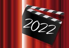 Pour Présenter La Nouvelle Année, Un Clap De Cinéma Avec L'inscription 2022, Passe Au Travers Du Rideau Rouge D'une Scène De Spectacle.