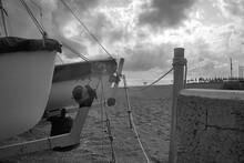 Barche Sulla Spiaggia In Bianco E Nero
