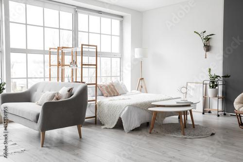 Carta da parati Interior of stylish room with comfortable bed
