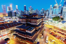 Chinatown, Singapore - July 29, 2017: Buddha Toothe Relic Temple In Chinatown In Singapore, With Singapore`s Business District In The Background Is A Beautiful Location And Very Popular For Tourists.