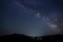 北海道の斜里岳と天の川
