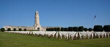 Erdun, France: Superbe Monument De L'Ossuaire Cimetière De Soldat Français - Région Lorraine, Septembre 2021.