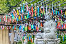 三井寺の風鈴祭り 石像と風鈴 福岡県田川市 Wind Chime Festival At Mitsui Temple. Stone Statue And Wind Chime. Fukuoka-ken Tagawa City