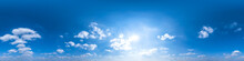 Nahtloses Panorama Mit Leicht Bewölktem Himmel - 360-Grad-Ansicht Mit Schönen Cumulus-Wolken Zur Verwendung In 3D-Grafiken Als Himmelskuppel Oder Zur Nachbearbeitung Von Drohnenaufnahmen