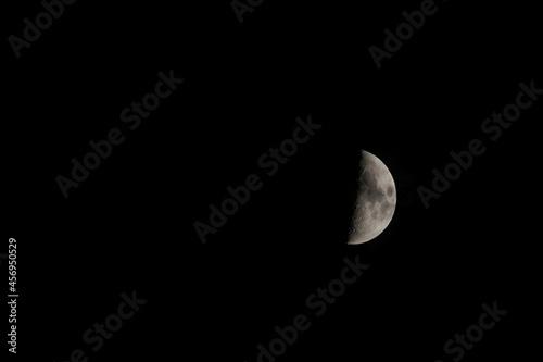 Obraz na plátně księżyc na nocnym niebie