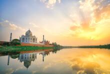 Ttaj Mahal At Sunset