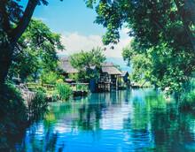 長野県 穂高町 大王ワサビ農場の川と水車小屋