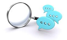インターネットやSNSのコメントを検索するイメージ、吹き出しアイコン、虫メガネ