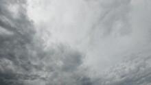 Grauer Himmel Mit Wolkenfetzen Und Stratusbewölkung