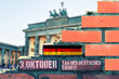 canvas print picture - Eine Mauer in Berlin und Hinweis auf 3 Oktober Tag der deutschen Einheit