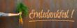 canvas print picture - Erntedank Erntedankfest Hintergrund Grußkarte Vorlage, religiöser Feiertag - Junge Mädchen halten frisch geerntete Karotten in ihren Händen, als Gabe oder Spende