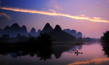 Yangshuo Campbell River With Mountain