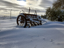 Carro En Paisaje Nevado, Arado