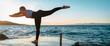 canvas print picture - junge Sportlerin macht eine Standwaage am Meer